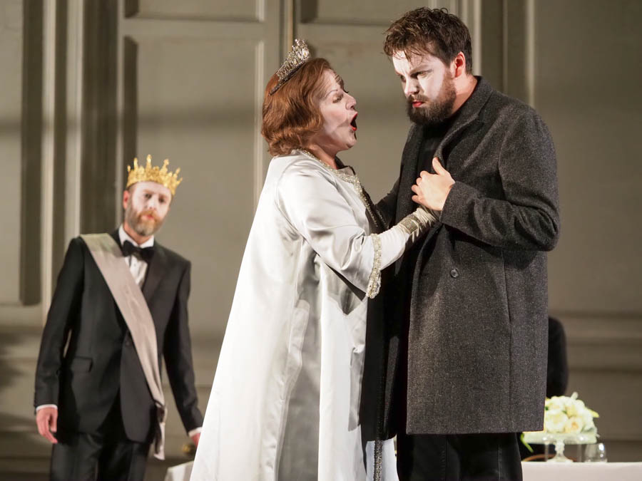LOUISE WINTER as Gertrude and DAVID BUTT PHILIP as Hamlet. Glyndebourne Opera